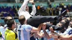 CALI, COLOMBIA - OCTOBER 01: Diego Giustozzi the coach of Argentina is thrown in the air by his team during the FIFA Futsal World Cup Final match between Russia and Argentina at the Coliseo el Pueblo Stadiumon October 1, 2016 in Cali, Colombia. (Photo by Ian MacNicol - FIFA/FIFA via Getty Images)