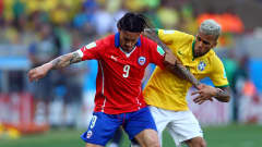 BELO HORIZONTE, BRAZIL - JUNE 28:  Mauricio Pinilla of Chile and Dani Alves of Brazil compete for the ball during the 2014 FIFA World Cup Brazil round of 16 match between Brazil and Chile at Estadio Mineirao on June 28, 2014 in Belo Horizonte, Brazil.  (Photo by Jeff Gross/Getty Images)