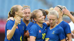 RIFU, MIYAGI, JAPAN - JULY 27: Anna Anvegard #19 of Team Sweden celebrates with team mates after scoring their side's first goal during the Women's Group G match between New Zealand and Sweden on day four of the Tokyo 2020 Olympic Games at Miyagi Stadium on July 27, 2021 in Rifu, Miyagi, Japan. (Photo by Alex Livesey - FIFA/FIFA via Getty Images)