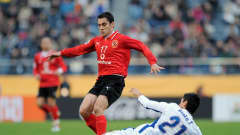 Al Ahly's Ahmed Hassanfights for the ball with Pachuca's Fausto Pinto