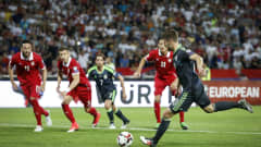 BELGRADE, SERBIA - JUNE 11: Aaron Ramsey (R) of Wales scores the goal from penalty kick during the FIFA 2018 World Cup Qualifier between Serbia and Wales at stadium Rajko Mitic  on June 11, 2017 in Belgrade, Serbia. (Photo by Srdjan Stevanovic/Getty Images)