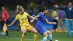 BELO HORIZONTE, BRAZIL - AUGUST 12:  Andressa Alves of Brazil and Elise Kellond-Knight of Australia compete for the ball during the Women's Quarter Final match between Brasil and Australia on Day 7 of the Rio2016 Olympic Games at Mineirao Stadium on August 12, 2016 in Belo Horizonte, Brazil.  (Photo by Joern Pollex - FIFA/FIFA via Getty Images)