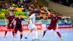 MEDELLIN, COLOMBIA - SEPTEMBER 27: Ahmad Esmaeilpour (C) of Iran controls the ball between Danil Davydov (L) and Eder Lima (R) of Russia during the FIFA Futsal World Cup Semi-Final match between Iran and Russia at Coliseo Ivan de Bedout stadium on September 27, 2016 in Medellin, Colombia. (Photo by Alex Caparros - FIFA/FIFA via Getty Images)