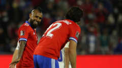 SANTIAGO, CHILE - OCTOBER 10: Arturo Vidal of Chile talks to Ben Brereton of Chile during a match between Chile and Paraguay as part of South American Qualifiers for Qatar 2022 at Estadio San Carlos de Apoquindo on October 10, 2021 in Santiago, Chile. (Photo by Elvis Gonzalez - Pool/Getty Images)