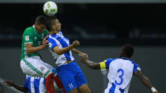 MEXICO CITY, MEXICO - SEPTEMBER 06:  Hector Moreno of Mexico fights for the ball with Jonhny Leveron of Honduras during a match between Mexico and Honduras as part of FIFA 2018 World Cup Qualifiers at Azteca Stadium on September 06, 2016 in Mexico City, Mexico. (Photo by Miguel Tovar/LatinContent/Getty Images)