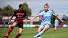 MELBOURNE, AUSTRALIA - MARCH 15: Stephanie Catley of Melbourne City is challenged by Kyra Cooney-Cross of Western Sydney Wanderers during the W-League Semi Final match between Melbourne City and the Western Sydney Wanderers at ABD Stadium on March 15, 2020 in Melbourne, Australia. (Photo by Jack Thomas/Getty Images)
